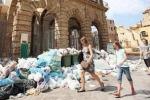 Palermo, i rifiuti sommergono il centro storico